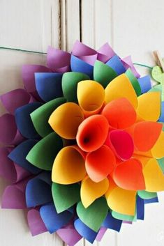 Looking for a cheap way to decorate your door for spring? Check out this simple dollar store wreath idea. Use different colors to change it up for the seasons. Diy Spring Wreath, Diy Wreath, Felt Wreath, Wreath Ideas, Paper Flower Wreaths, Giant Paper Flowers, Flower Crafts, Diy Paper, Paper Crafts