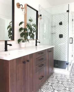 "Home Decor | Interior Design on Instagram: ""Inspiring Transformation by @lindsay_hill_interiors!🌿 Zoom in on those details!!🤩 . . . . . .…"" Modern Bathroom Light Fixtures, Modern Bathroom Decor, Bathroom Colors, Bathroom Interior Design, Decor Interior Design, Small Bathroom, Master Bathroom, Bathroom Lighting, Interior Decorating"