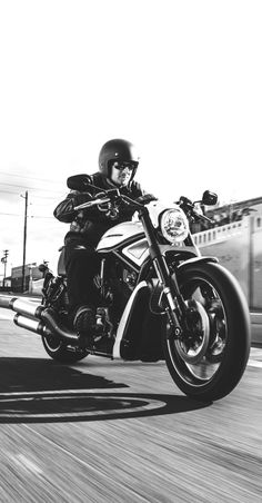 If your tastes run to high-end horsepower served with a big meaty powerband and a seriously demented topping of black paint, get ready to dig in. | 2017 Harley-Davidson Night Rod Special