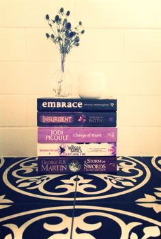 DO you judge a book by its cover? Change Of Heart, Heart And Mind, Purple Books, Jodi Picoult, Catching Fire, Book Reviews, Cover, Book Reports