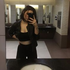 Couple Aesthetic, Aesthetic Girl, Most Beautiful People, Black Is Beautiful, Girl Photo Poses, Girl Photos, Michelle Alves, College Looks, Girl Short Hair