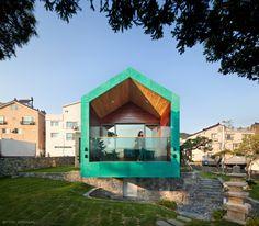 Fascinante vista sobre el paisaje urbano de Gimhae. Corea del Sur Casa Torre de ON Architecture.  Fotografías de Joonhwan-Yoon #aquitecturasingular