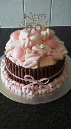 New cake ideas kitkat 64 ideas Candy Cakes, Cupcake Cakes, Kitkat Torte, Sweetie Cake, Marshmallow Cake, Decoration Patisserie, Happy Birthday Cakes, Cake Birthday, New Cake