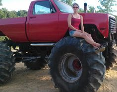 ,,,one day I hope I could build one like this truck to play in mud that's one of my dreams but sigh sadly the way the world is going I may never get to do it I'm 39 now almost 40 so I don't think it will ever happen for me :( Mudding Trucks, 4x4 Trucks, Chevy Trucks, Off Roaders, Trucks And Girls, Vroom Vroom, Broncos, Country Girls, Offroad