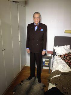 En favoritkostym från 1940-talet köpt för 100 spänn. Här med Stenströmsskjorta och fluga.