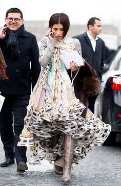 Так получилось, что за последние два дня уже несколько раз мне встретились статьи про арабскую принцессу Диину Абдулазиз (DEENA ABDULAZIZ). Я решила, что стоит узнать о ней побольше и показать ее своим читателям. Это весьма смелая для арабского мира женщина: она носит достаточно открытые (с точки зрения исламской традиции) вещи и короткую стрижку. Посещает Недели...