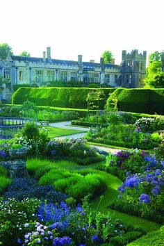Sudeley Castle garden England_ there are so many peaceful paths to choose from here.Plus, you can, then, tour the castle and enjoy all it's mythic royalty. The Places Youll Go, Places To Go, Parks, Gardens Of The World, The Secret Garden, Formal Gardens, English Countryside, Dream Garden, Blue Garden