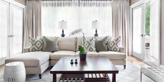 kleines wohnzimmer einrichten-L-förmiges sofa und kafeetisch aus holz - fresHouse