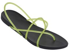 A minimal & recyclable sandal created by Philippe Starck for the Brazilian brand Ipanema.