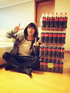 Eunhyuk oppa from SUJU Oppa what are you doing with all of that soda?!?!?!