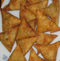 Chachi's Kitchen: Chicken Samosa Indian Snacks, Indian Food Recipes, Asian Recipes, Tamarind Chutney, Chicken Samosa Recipes, Ugandan Food, How To Make Samosas, Snack Recipes, Cooking Recipes