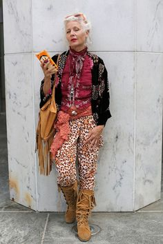 Advanced Style - 26 Stylish Seniors Who Refuse to Wear Old-People Clothes - - clothes for women who refuse to dress old lady style Source by Mature Fashion, Fashion Over 50, Look Fashion, Womens Fashion, Fashion Trends, Feminine Fashion, Fashion 2018, Fashion Ideas, Stylish Older Women