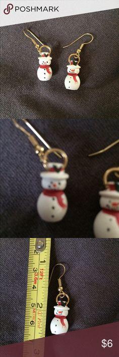 NWOT SNOWMEN PIERCED EARRINGS NWOT SNOWMEN PIERCED EARRINGS  NEVER WORN- IN BAG HANG ABOUT 1 1/2 INCHES FUN AND HAPPY TOUCH Jewelry Earrings