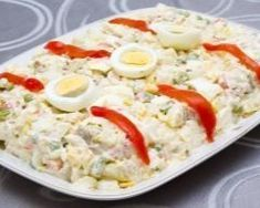 Ensaladilla (salade de pommes de terre à l'espagnole) Ensaladilla Spanish Potato Salad – Ingredients of the recipe: 5 to 2 kg of medium potatoes, 1 large can of tuna, 1 small can of peas, 1 can Healthy Tuna Recipes, Easy Salads, Healthy Salad Recipes, Lunch Recipes, Healthy Snacks, Cooking Recipes, Healthy Smoothie, Russian Potato Salad, Spanish Potatoes