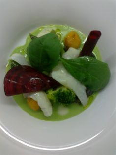 Verduras en diferentes texturas y rodaballo confitado