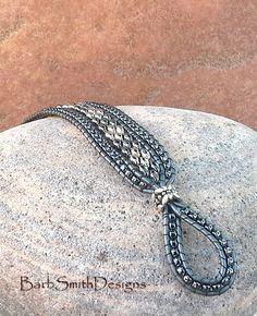 Grigio metallizzato argento perline bracciale di BarbSmithDesigns