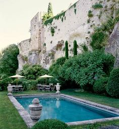 that is the kind of pool I would like! With the stone house of course!