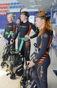 Scuba Wetsuit, Diving Wetsuits, Scuba Diving Quotes, Scuba Diving Gear, Scuba Diving Magazine, Diving Springboard, Scuba Girl, Womens Wetsuit, Swim Team
