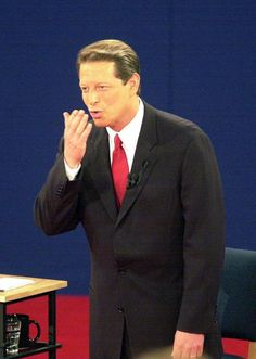 17 OCTOBER 2000- ST. LOUIS, MISSOURI, USA: Vice President Al Gore blows a kiss to his wife Tipper at the start of the presidential debate with Texas Governor George W. Bush at Washington University, October 17. Sultan King, William Jefferson, Texas Governor, Al Gore, University Of Washington, Vice President, Prime Minister, Celebs, Celebrities