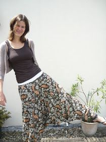 The website is in...German? But I'll figure it put because I love my pants like this.