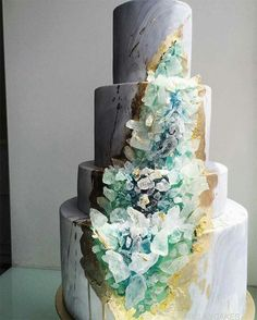 Geode Wedding Cakes Are The Latest Craze And They Totally Rock Fancy Cakes, Cute Cakes, Pretty Cakes, Beautiful Cakes, Bolo Geode, Geode Cake, Amazing Wedding Cakes, Amazing Cakes, Crystal Cake