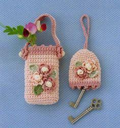 Crochet Knitting Handicraft: Etui for mobile and key Crochet Key Cover, Crochet Phone Cover, Crochet Home, Crochet Gifts, Irish Crochet, Pochette Portable, Crochet Mobile, Crochet Keychain, Key Covers