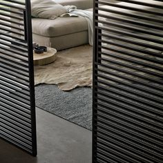 Glazen binnendeuren hebben de eigenschap in een perfecte harmonie samen te gaan met de glossy gelakte meubels van Rimadesio en geven een zeer stijlvolle en esthetische uitstraling.