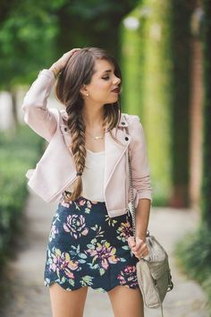 A summer outfit for women. Last fashion trends for romantic girls. A perfect and original pastel pink leather jacket. I need it! The floral skirt is so trendy too!