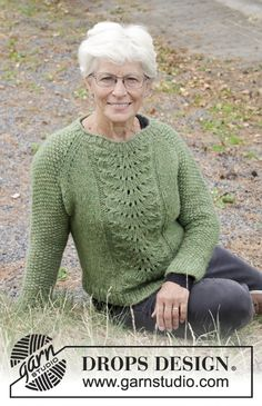 Free knitting patterns and crochet patterns by DROPS Design Knit Cardigan Pattern, Knitted Baby Cardigan, Jacket Pattern, Drops Design, Knitting Machine Patterns, Knit Patterns, Tatting Patterns, Lace Knitting, Knit Crochet