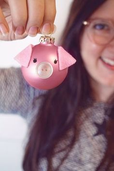 DIY // Pigs Christmas baubles + Sweepstakes - Home Page Disney Christmas Decorations, Christmas Ornament Crafts, Xmas Crafts, Christmas Art, Christmas Holidays, Diy Christmas Baubles, Dyi Decorations, Holiday Decor, Diy 2019