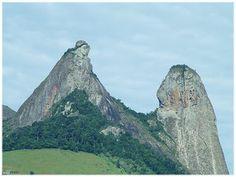 O FRADE E A FREIRA.      A pedra do Frade e da Freira é uma formação rochosa com 683 metros de altura, localizada na divisa dos municípios de Cachoeiro de Itapemirim e Rio Novo do Sul, próximo a BR 101, na região sul do estado do Espírito Santo.