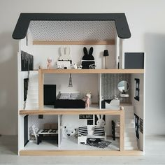 Dollhouse (monochrome) with mini furniture DIY - unicorns & fairytales - This DIY monochrome dollhouse is BEAUTIFUL with 1 word! Debbie made this dollhouse and the accompan -