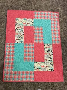 Baby Quilts Easy, Handmade Baby Quilts, Cute Quilts, Baby Girl Quilts, Girls Quilts, Baby Girl Blankets, Quilt Baby, Kid Quilts, Quilted Baby Blanket