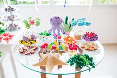 An colorful Under the Sea Friends Birthday Party. I decided to go for an under the sea theme, since she loved fishes, turtles and all sea creatures. Diy Party, Party Ideas, Party Tables, Under The Sea Theme, Project Nursery, 2nd Birthday Parties, Streamers, Party Planning, Garland