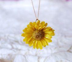 ♪♪.・*☆♪♪.・*☆♪♪.・*☆♪♪.・*☆♪♪ 数ある商品の中からご覧いただき、ありがとうございます♪☆ヒマワリの花を使ってレジンで固めた押し花です。こ...|ハンドメイド、手作り、手仕事品の通販・販売・購入ならCreema。