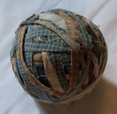 perfect big old rag ball add about 4 or 5 to a basket or a wooden bowl. Prim Decor, Country Decor, Rustic Decor, Primitive Country, Primitive Crafts, Hemp Yarn, Blue Bowl, Primitive Furniture, Bowl Fillers