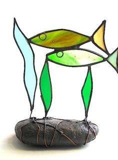 2 Fish Green on pebble
