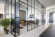 Slim glass partitions - BrandBase / Dedato