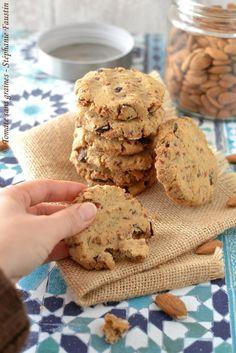 Cookies à l'okara d'amande, abricots secs et pépites de chocolat noir : http://tomatesansgraines.blogspot.fr/2017/02/cookies-lokara-damande-abricots-secs-et.html