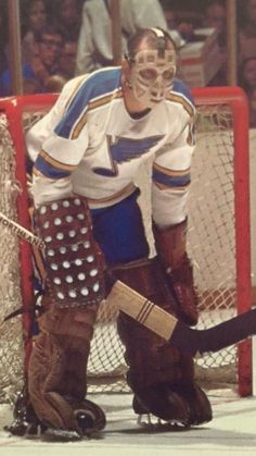 Mr. Hall Blackhawks Hockey, Hockey Goalie, Hockey Players, Ice Hockey, Hockey Baby, Hockey Games, Goalie Mask, St Louis Blues, Vancouver Canucks