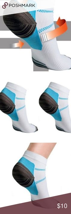 2 Pairs Compression Socks Spurs 4 PlantarFasciitis Veins Socks Compression Socks With The Spurs For Plantar Fasciitis Arch Pain.  Listing includes 2 new pairs!   Unisex. Would fit M/L lady or S/M Man Accessories Hosiery & Socks
