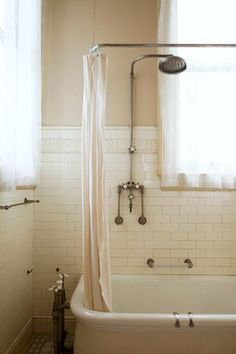 San Francisco's Haas Lillenthal house shower & tub