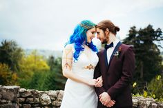 I'm totally biased of course, but blue hair is sooo the best hair colour ever. Since I've gone over to the blue side I can't imagine ever wanting a different colour, it just makes me so happy! So, obviously, Samantha's gorgeous cerulean tresses instantly caught my eye. But then I saw the rest of the wedding and I knew you'd love it too! Any Game of Thrones fans out there?