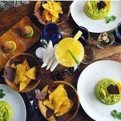 La Pacha Mama, Ubud. Get ready for a Mexican feast - with a healthy vegetarian twist💚 L I V E M U S I C tonight🎤 come early to get happy hour 4-7pm🍹#lapachamama #bali #ubud #vegetarian #mexican #livemusic #restaurant #Repost 📷 @heidzmakim