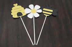 Add these cute Mommy to Bee/bee themed centerpiece sticks to your baby shower or birthday! Some details: - This listing is for 3 centerpiece sticks; 1 each of the three designs shown (bee, beehive, daisy) - Each design is approximately 4w x 4 h on an 8 lollipop stick. They are made