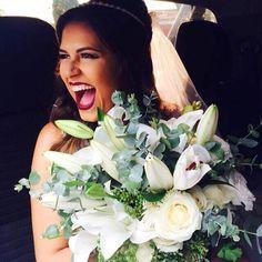 | Bom dia | com esse contagiante sorriso de felicidade dessa noiva linda. Como é bom acordar assim!!! #Contteur #noiva #casamento #wedding #noivado #bouquet #bride #bridetobe #weddingdress #buque #flores #flowers #inspiration #inspiracao