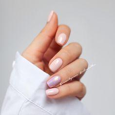 Tym razem krótkie  w roli głównej najpiękniejszy kolor nude czyli Provocater Biscuit Tan 100, a na serdecznym Rinsed Pink 102 i pyłek Opal Powder nr 3  ------ Wrzucajcie zdjęcia swoich mani z hashtagiem #hedonistkanails i @kosmetycznahedonistka  Chętnie wpadnę do Was i zostawię serduszko  Miłego dnia! #spring #pastels #provocater #nails #nail #nailart #nailswag #nailpolish #almondnails #inspo #naildesign #nailporn #hybrid #hybrydy #paznokcie #blogger #beauty #nailstagram #nails2inspir...