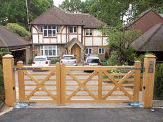 Diy Driveway, Driveway Entrance, Entrance Gates, Front Yard Fence, Front Gates, Fence Gate, Wooden Farm Gates, Backyard Gates, Building Stone