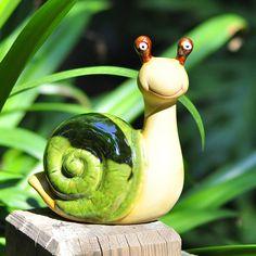 Penetrating into creative home garden terrace Villa Belle cute snail garden home decorations of ceramic - Garden Pottery Animals, Ceramic Animals, Clay Animals, Ceramic Decor, Ceramic Pottery, Ceramic Art, Clay Projects, Clay Crafts, Garden Art