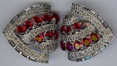 KTF TRIFARI VINTAGE RETRO FACETED RUBY RED GLASS RHINESTONE PAIR OF DRESS CLIPS